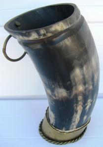 mate-campero-antiguo-de-guampa-pie-de-bronce-coleccion-D_NQ_NP_655258-MLU27355852225_052018-F